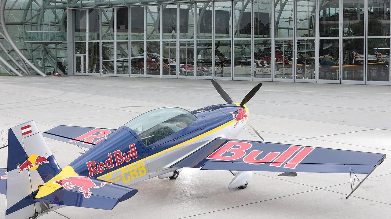 Extra 300 L   The Flying Bulls